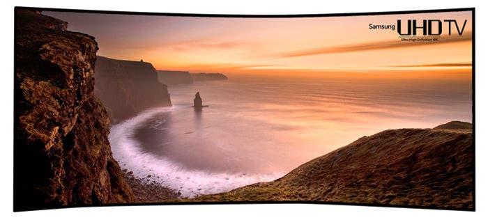 Televisión Samsung 4K curvada de 105 pulgadas y en formato 21:9