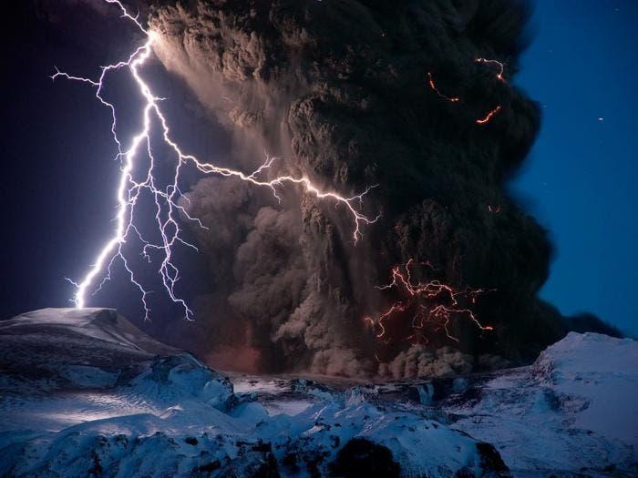 Rayo en el volcán islandés eyjafjallajokull