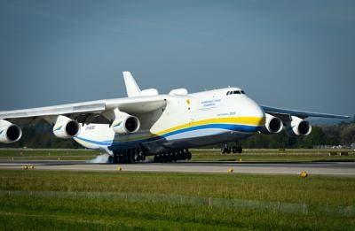 Antonov An-225 aterrizando