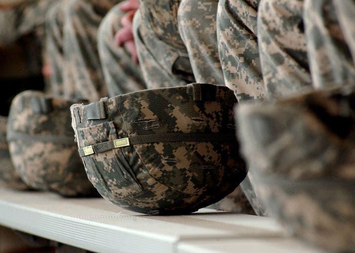 Cascos de soldados del Ejército de los Estados Unidos