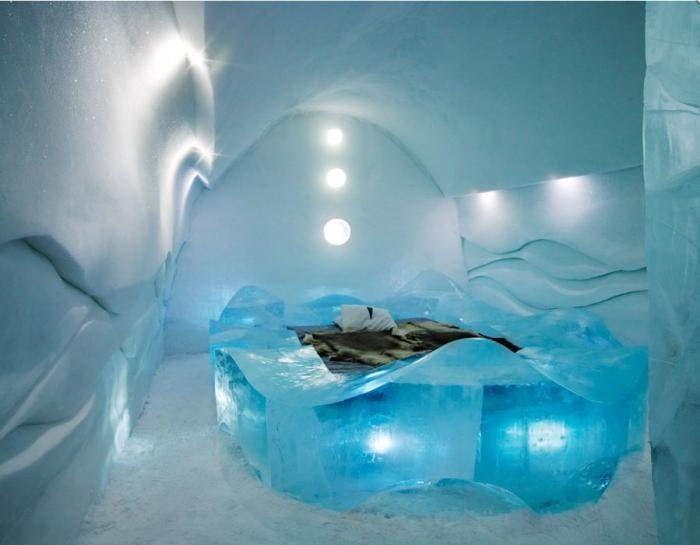 Habitación hecha completamente con bloques de hielo
