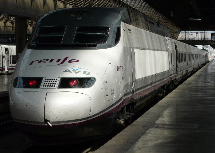 Imagen de un tren tipo AVE