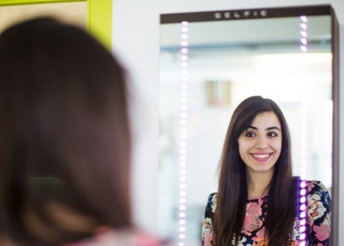 un nuevo invento para realizarnos selfies frente al espejo