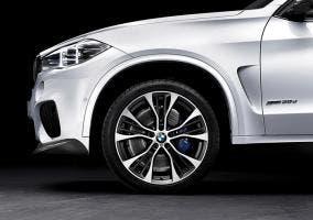 Perfil de un coche de marca BMW