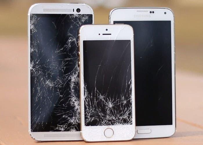 Drop test del iPhone 5s contra el Samsung Galaxy S5 y el HTC One M8