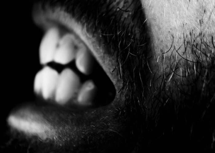 Imagen de una boca mostrando los dientes