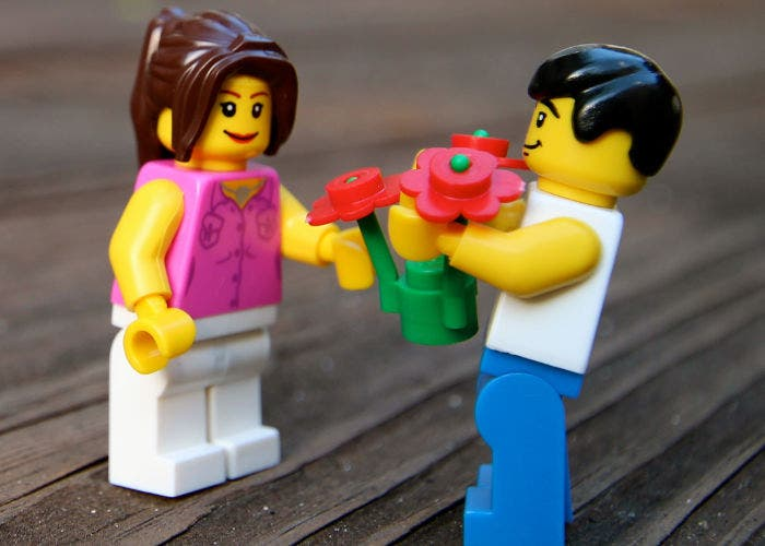 Matrimonio de figuras de LEGO