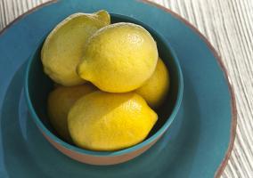 Limones en una fuente