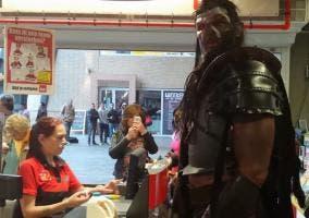 Orco en un centro comercial