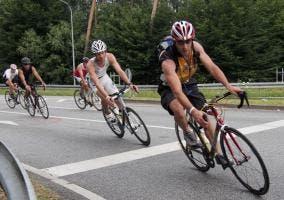 Ciclistas en carrertera