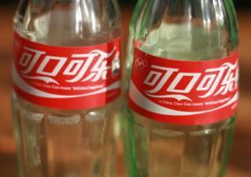 Dos botellas de Coca-Cola chinas