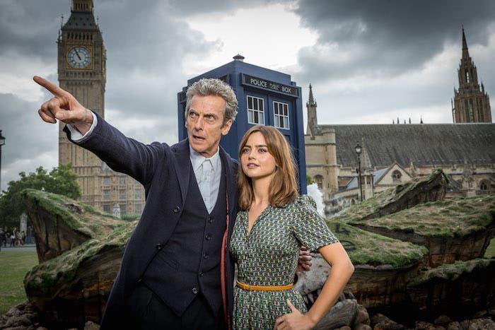 Doctor de Peter Capaldi y Jenna Coleman como Clara
