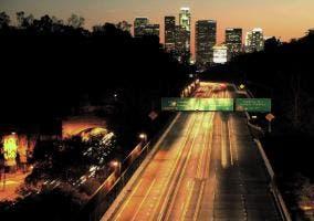 Tráfico de Los Angeles de noche