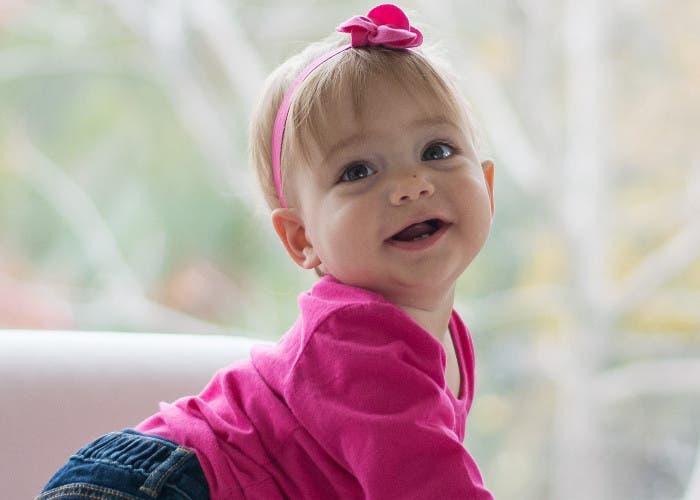 Bebé vestido de rosa