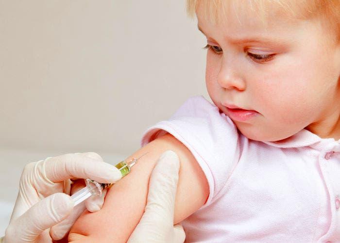 Bebé siendo vacunado