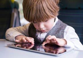 niño e iPad