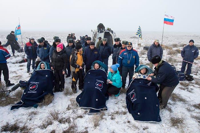Los astronautas de la expedición 42 en su regreso a la Tierra