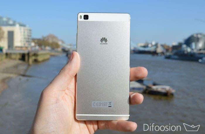 Huawei P8 trasera
