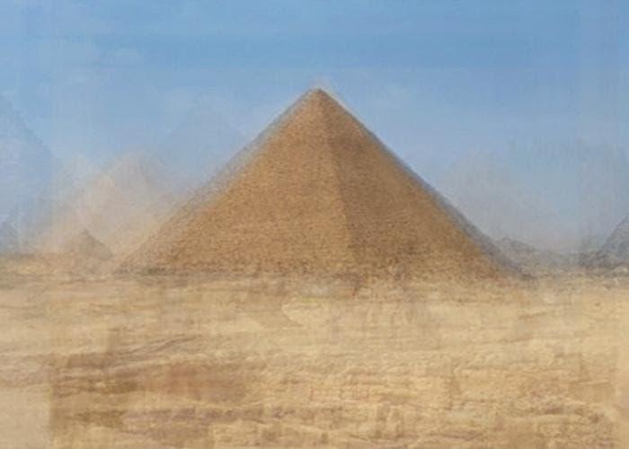 Gran pirámide de Giza por Corinne Vionnet