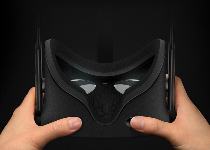 Oculus Rift en la mano de un usuario