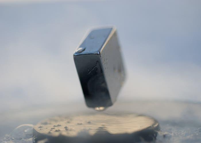 Imagen de una pieza levitando magnéticamente