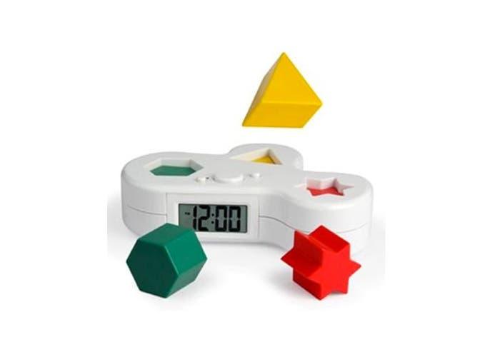Coloca las piezas en su lugar correspondiente para que deje de sonar
