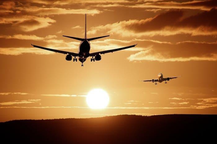 Avion puesta de sol