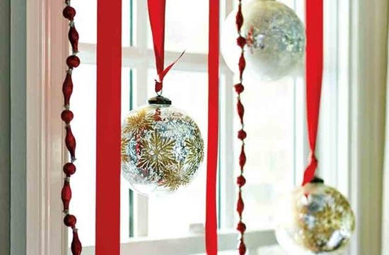 Bolas Navidad ventana