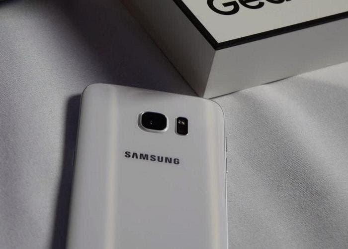 Samsung Galaxy S7 Edge trasera