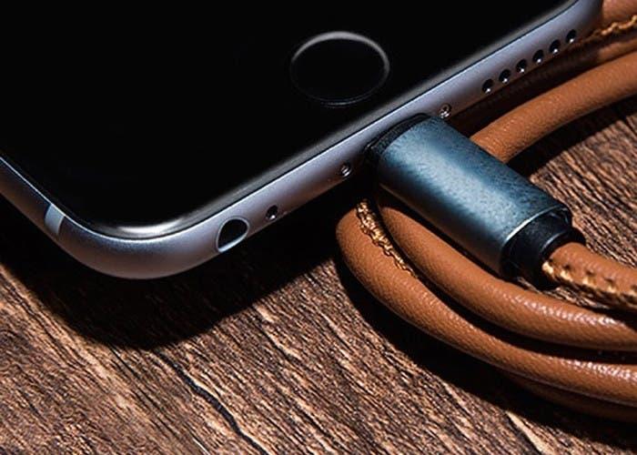 LMcable cargando teléfono