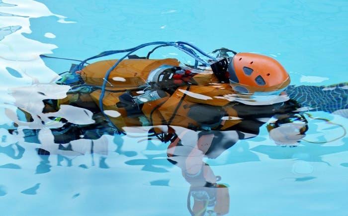 OceanOne nadando