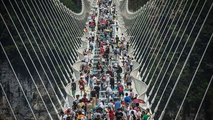 China constuye el puente de cristal más alto del mundo
