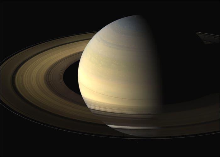 Por qué el polo norte de Saturno ha cambiado de color?