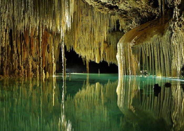 El agua más antigua del mundo podría contener una forma de vida casi extreterrestre