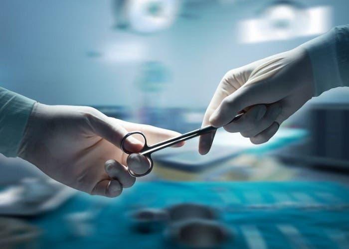 Un cirujano inglés ha grabado una operación con sus gafas Spectacles