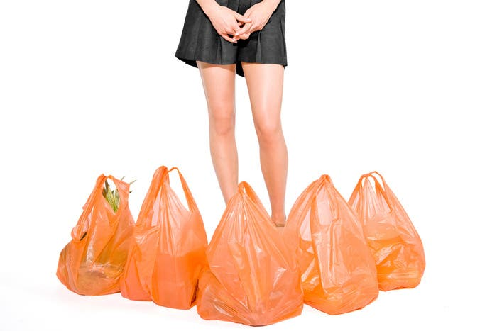 El contenido de polietileno de las bolsas plásticas hace que sea dificil de degradar