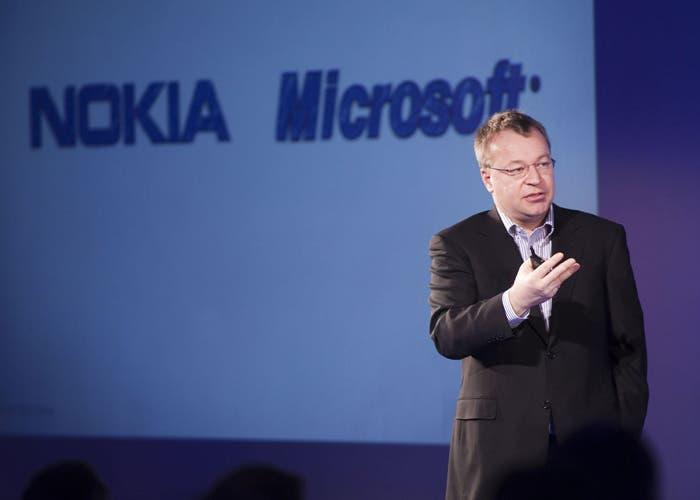 Fotografía de Stephen Elop, CEO de Nokia, en una presentación