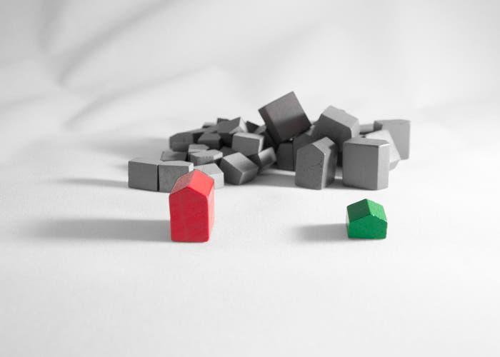 Imagen parte en blanco y negro de casas y hoteles del monopoly