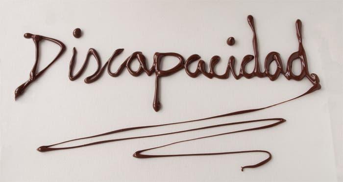 Texto discapacidad escrito con chocolate